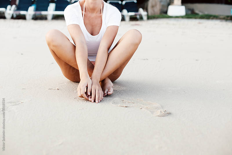 Pretty young woman posing on the beach by Viktor Solomin for Stocksy United