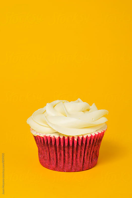 cupcake   by Juan Moyano for Stocksy United